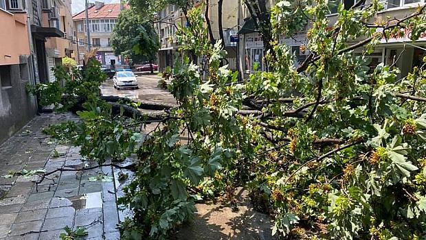 Силна буря във Варна