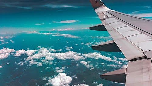 Стотици отменени полети от и до България