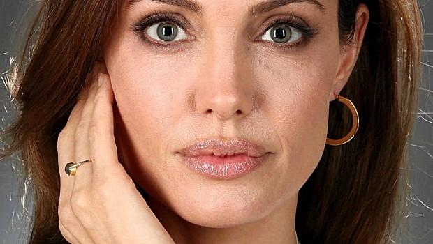 Анджелина Джоли с пост за Афганистан