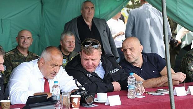 Премиерът Борисов и военният министър Каракачанов заедно на стрелби
