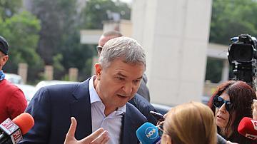 """ДАНС анализира комуникацията на Бобоков с Узунов и """"MVR-Rumen Petrov"""""""