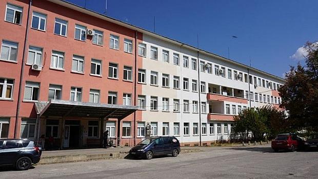 Дядо с коронавирус и деменция излезе от болницата във Враца