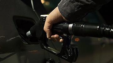 Създават верига от държавни бензиностанции за по-евтини горива