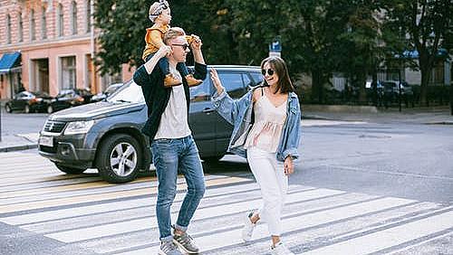 От днес родители с деца могат да влизат в 10 парка в София