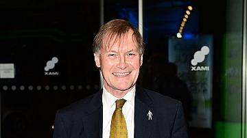 Британски депутат почина, след като бе намушкан с нож