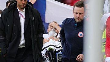 Датски футболист колабира по време на мач