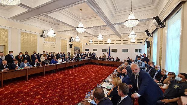 """Скандали в """"комисията Манолова"""""""