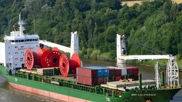 Екипажът на кораб, в който има и българи, търси медицинска помощ