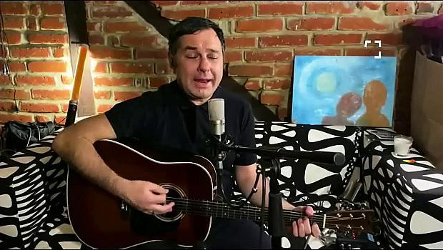 Свилен Ноев с акустичен кавър на Nothing compares to you от вкъщи