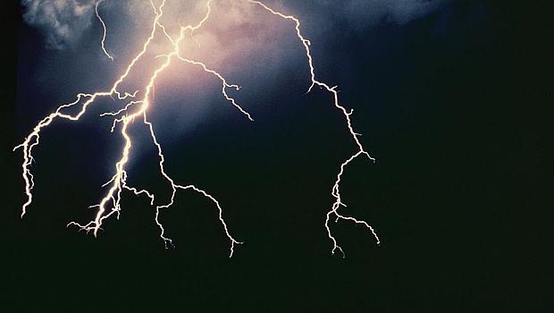 Опасни валежи в 3 области днес