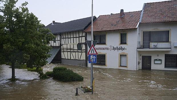 Расте броят на жертвите от потопа в Германия и Белгия