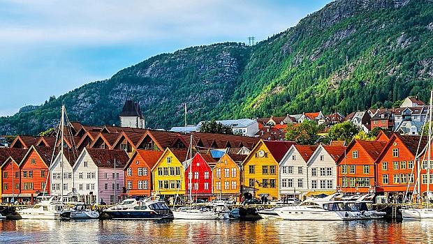 Ръкостискането отново е позволено в Норвегия