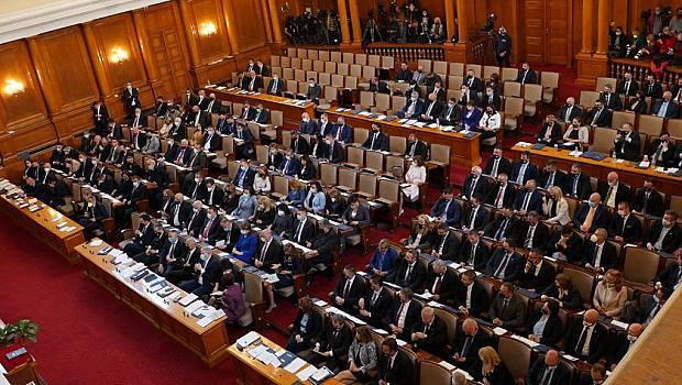 Спорове, обиди и хаос в пленарната зала