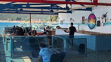 Първи офис на плажа