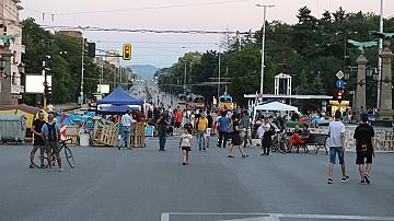 Протестите продължават, блокадите на 3 кръстовища също