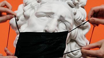 Нова заповед: С маска или шал навън до 13 май