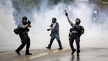 Пламъци в Минеаполис, десетки арестувани