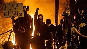 Над 300 са ранените полицаи при протестите в Ню Йорк
