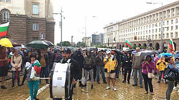 Десетият ден протест-по-малоброен и без инциденти