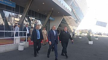 Протестиращи посрещнаха Радев и  Каракачанов в Бургас