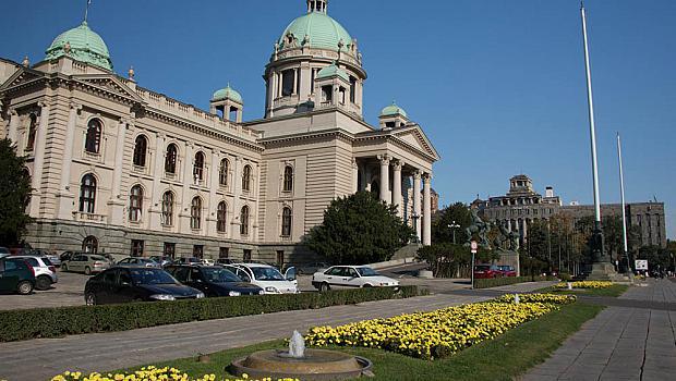 Сърбите гласуват днес на парламентарни и местни избори