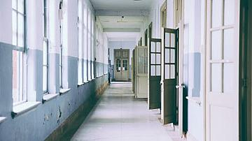 Учениците от 7 и 12 клас ще се върнат в училище само за еднократни изпити.