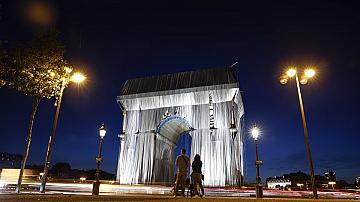 Откриха опакованата Триумфална арка