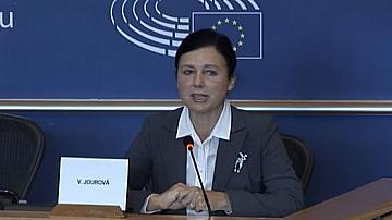 Йоурова:ЕК няма правомощия да се меси във вътрешните работи на страните