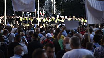 Два митинга тази вечер в София-на ръба на сблъсъка