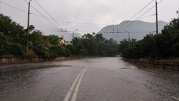Пороен дъжд и буря във Враца