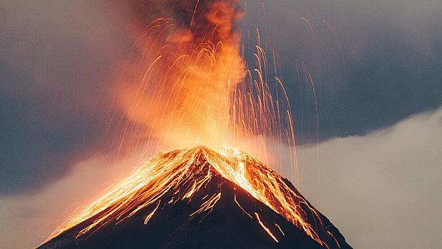 Вулкан изригна на Карибски остров, след десетилетия покой